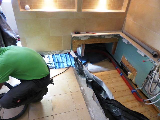 ameisen im badezimmer bathroom storage caseplus laufencom. Black Bedroom Furniture Sets. Home Design Ideas
